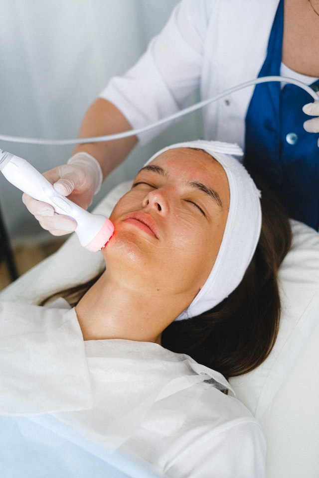 A doctor doing a face anti-aging procedure for patient